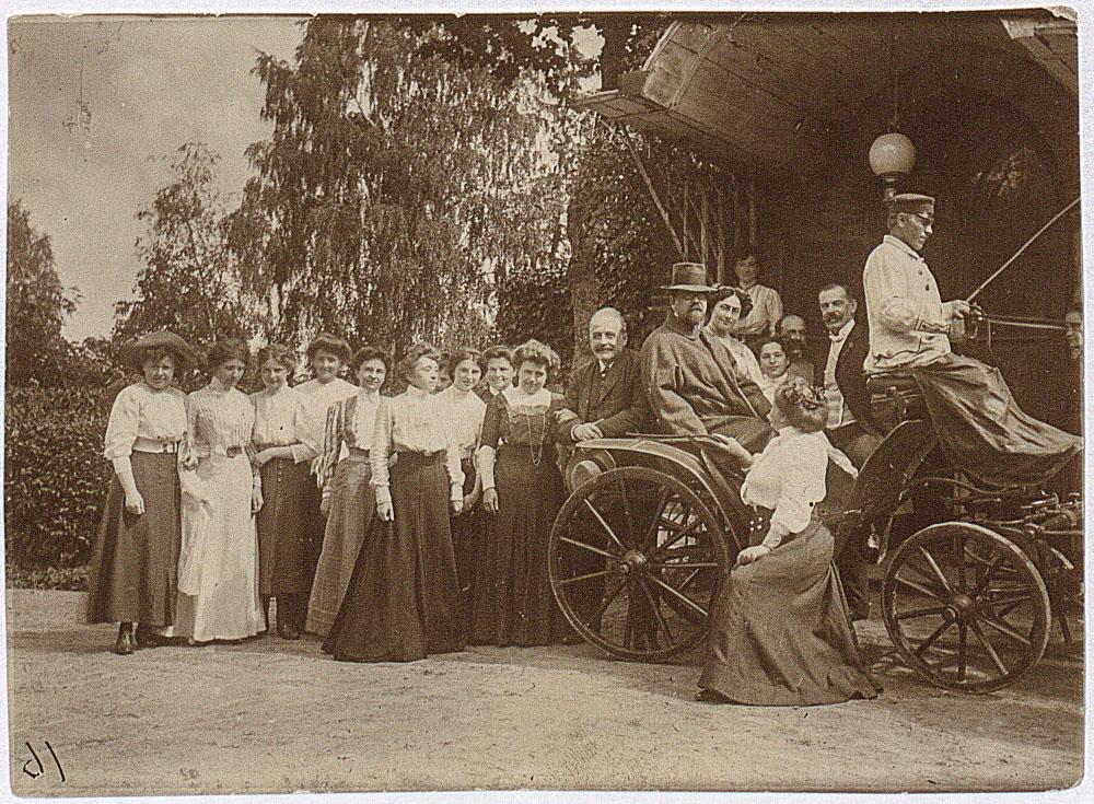 Aurelia i Władysław Reymontowie we Florianowie, 1909, fot. Biblioteka Narodowa/Polona.pl
