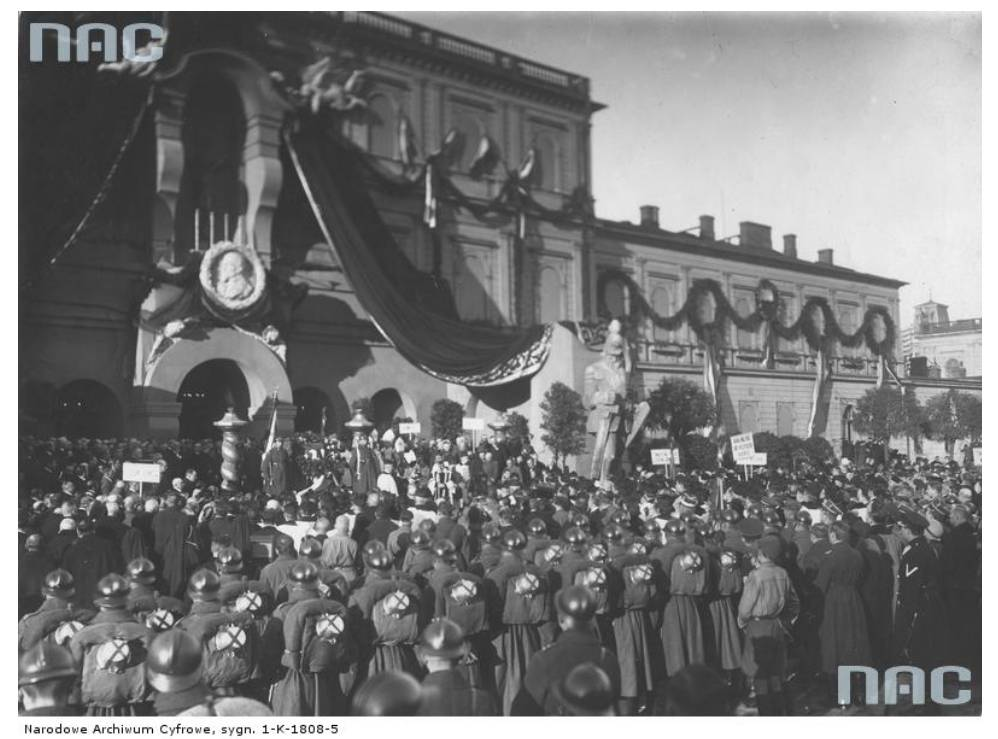 The funeral of Henryk Sienkiewicz, 1924, the main train station in Warsaw, photo: NAC