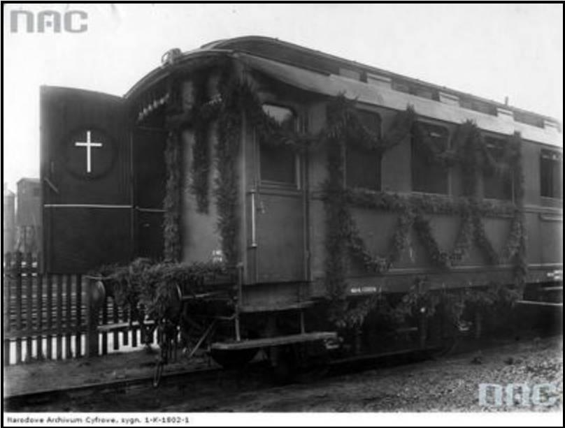 Wagon - kaplica wysłany przez Warszawską Dyrekcję Kolejową po zwłoki Henryka Sienkiewicza; źródło: NAC