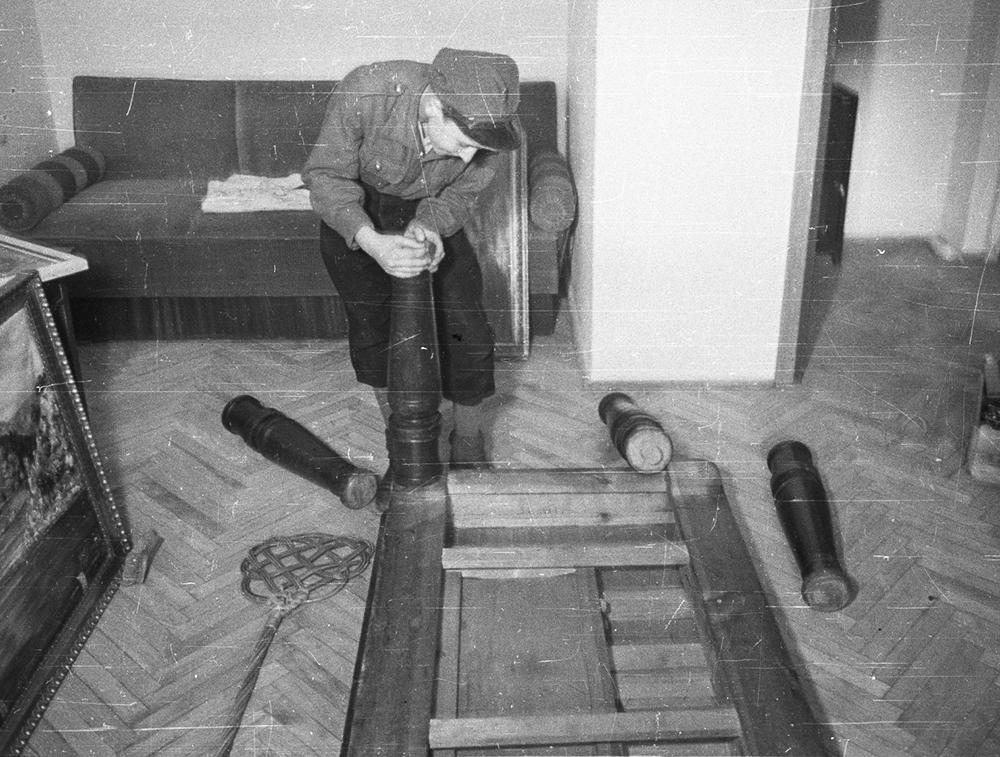 A boy putting together a table, 1947, Warsaw, photo: Jerzy Baranowski/PAP