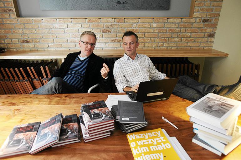 Mariusz Szczygieł and Wojciech Tochman - the founders of Wrzenie Świata inside the cafe, 2010, photo by Krzysztof Miller / Agencja Gazeta
