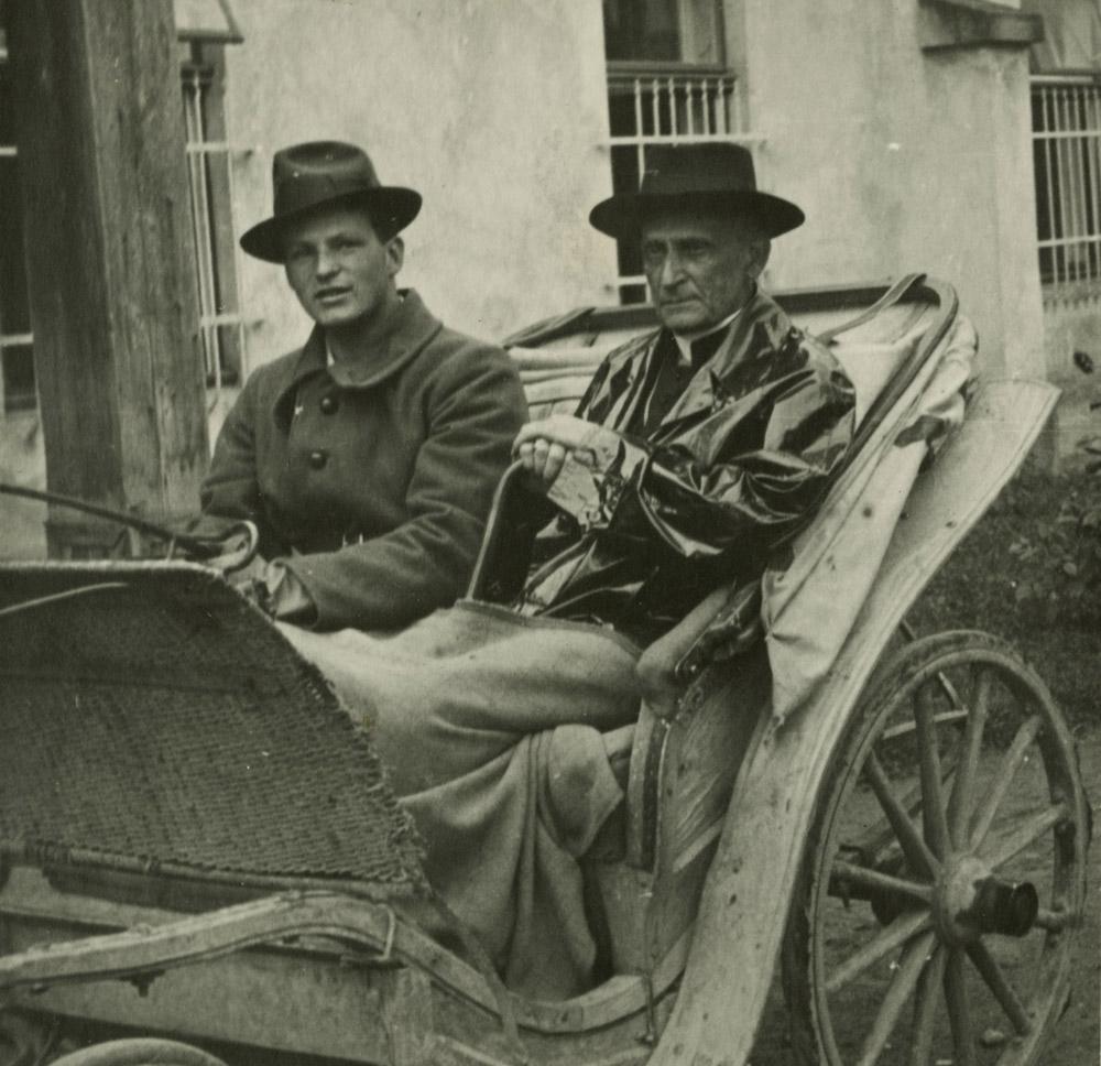 Józef Stadnicki z arcybiskupem Adamem Stefanem Sapiehą (1867-1951), Nawojowa, 1941 r.