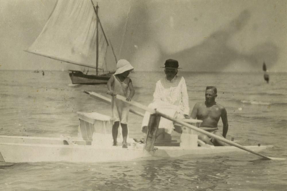 Helena Stadnicka z synem Adamem i wnukiem Andrzejem, Rimini 1924 r.