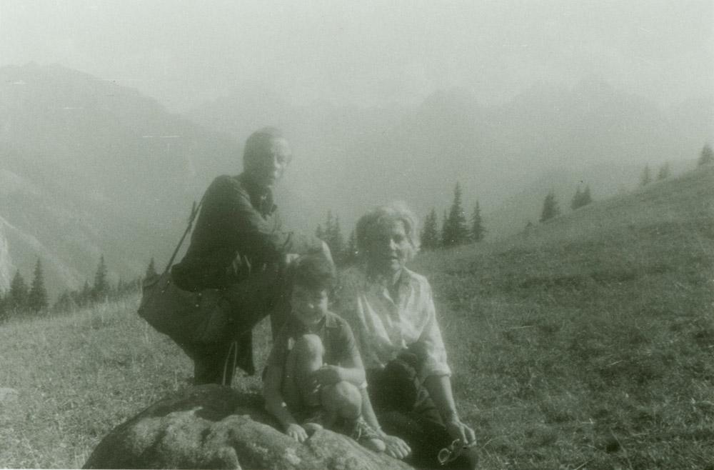 Adam i Jadwiga Czartoryscy z wnuczką Barbarą Caillot w Tatrach, sierpień 1975 r.