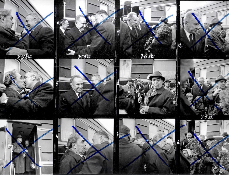Odbitka stykowa ze skreśleniami cenzury, tak zwana cenzura prewencyjna wobec Agencji Interpress. fot. J. Morek/Forum
