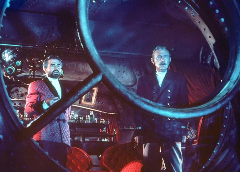 """Kadr z filmu """"Dwudziestu tysiącach mil podmorskiej żeglugi"""", reżyseria:  Richard Fleisher, 1954, fot. Entertainment Pictures / Forum"""
