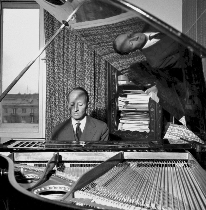 Witold Lutosławski at the piano, photo: Lucjan Fogiel / East News
