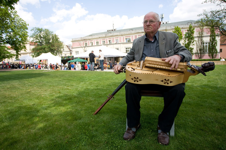 Hurdy-Gurdy. Photo: Michał Dyjuk / Reporter