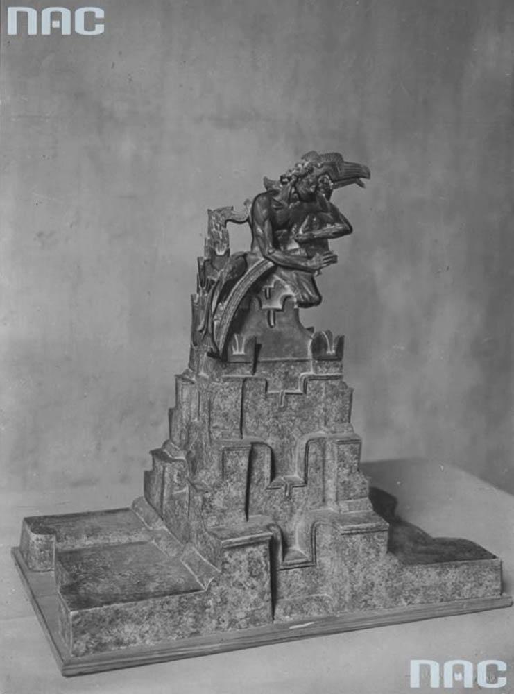 Projekt konkursowy autorstwa artysty rzeźbiarza Stanisława Szukalskiego, który zdobył I nagrodę. Źródło: Narodowe Archiwum Cyfrowe (NAC)