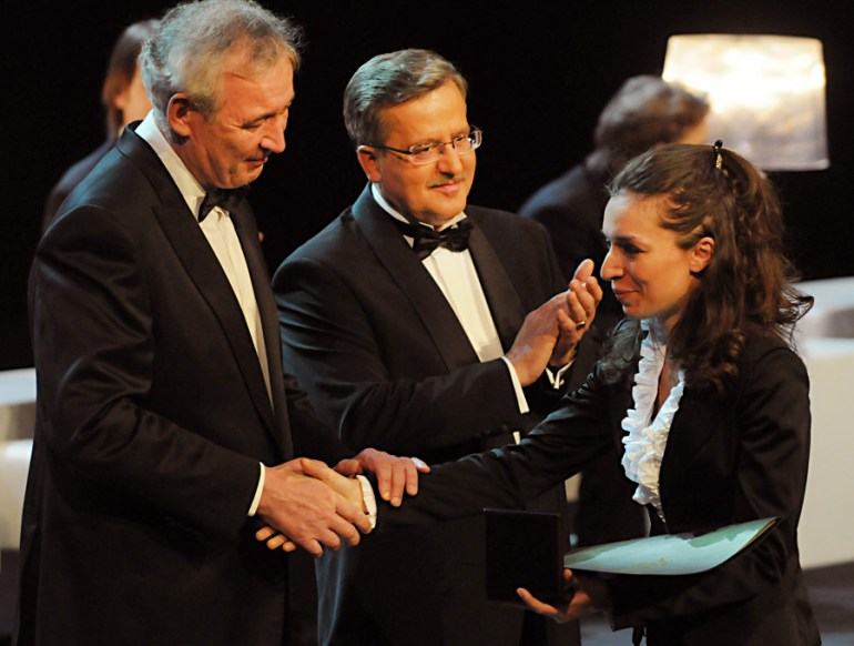Yulianna Avdeeva receive the 1st prize from Waldemar Dąbrowski and President Bronisław Komorowski, fot. Eugeniusz Helbert/Forum