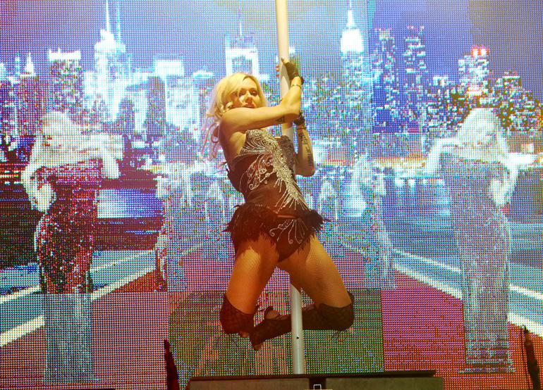 Doda during one of her performance, Riotka Tour, photo by Tomasz Gawalkiewicz / Forum