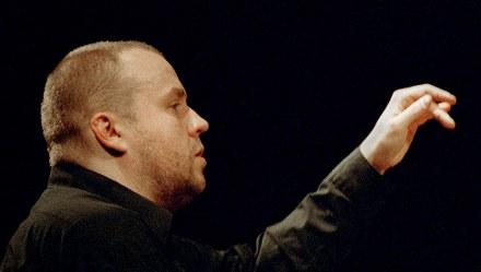 Maciej Grzybowski podczas recitalu w radiowym Studio S1, Warszawa, 01.02.2004, fot. Jan Rolke/FORUM