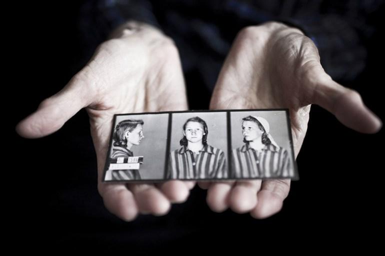 Fotografie więzienne Zofii Posmysz z okresu pobytu pisarki w obozie Auschwitz, fot. Rafal Milach/Tygodnik Powszechny/Forum