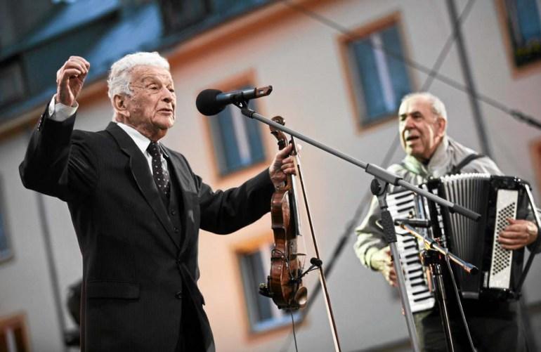 Alfred Schreyer i Tadeusz Serwatko (po prawej) podczas koncertu Szalom na Szerokiej w Krakowie, 21. Festiwal Kultury Żydowskiej, fot. Michał Łepecki / AG