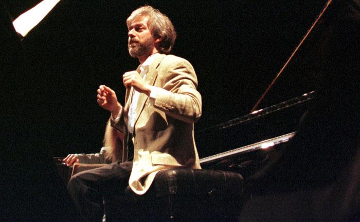 Krystian Zimerman podczas próby Polish Festival Orchestra w Teatrze Wielkim w Lodzi, 1999, fot.  Jerzy Mariański  / Forum