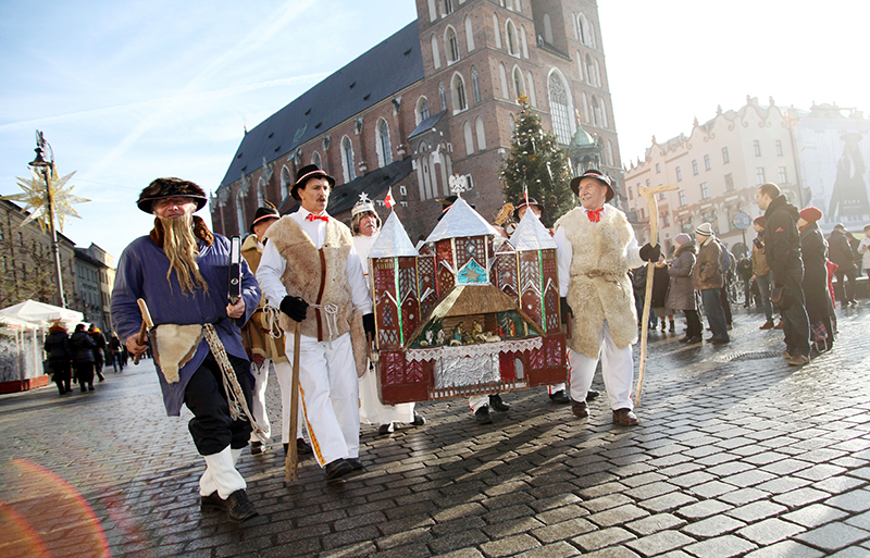 Procession of carol singers in the Main Square in Kraków, photo: Piotr Guzik / Forum