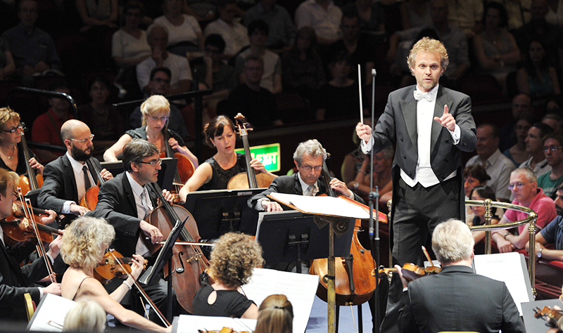 Thomas Søndergård conduction a BBC Proms concert in 2013