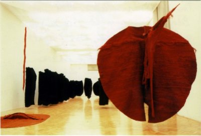 Magdalena Abakanowicz, Abakan Red, 1969, 300x300x350 cm, photo: courtesy of the Tate Modern London