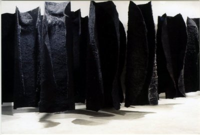 Magdalena Abakanowicz, Black environment (Abakan), 1970-78, photo: courtesy of the National Museum in Wrocław