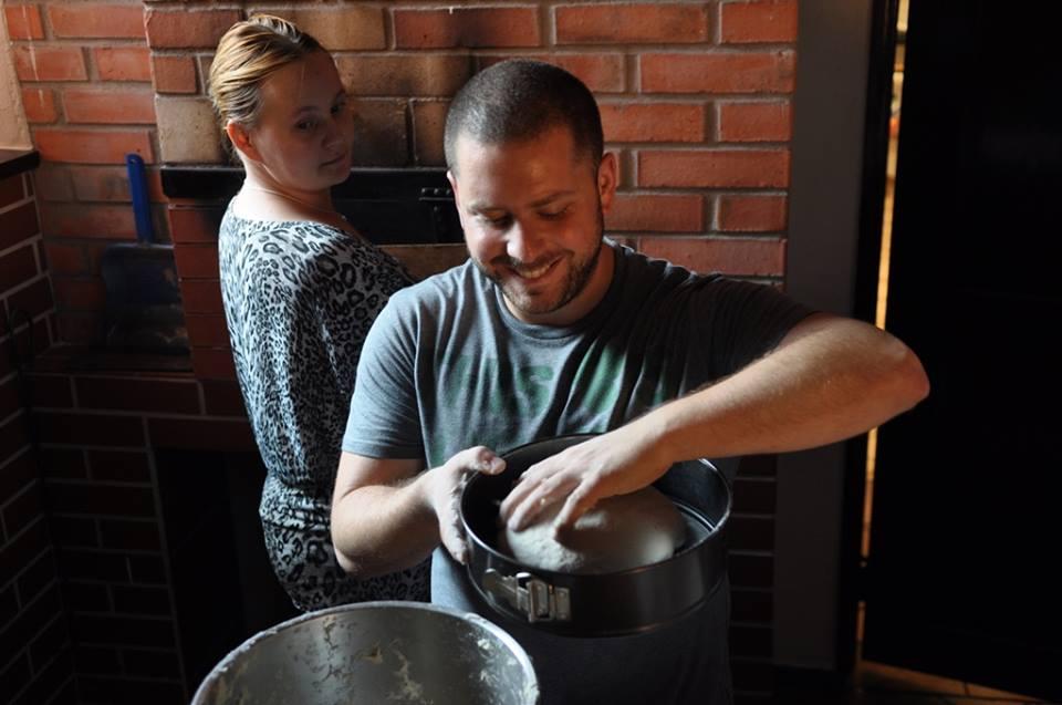 Semi Hakim making traditional Turkish ficcin cake with Polish primary ingredients, photo: IAM