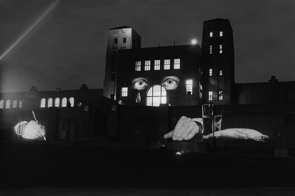 """Krzysztof Wodiczko, """"R.C. Harris Walter Filtration Plant"""", Toronto, 1988, fot. Państwowa Galeria Sztuki w Sopocie"""