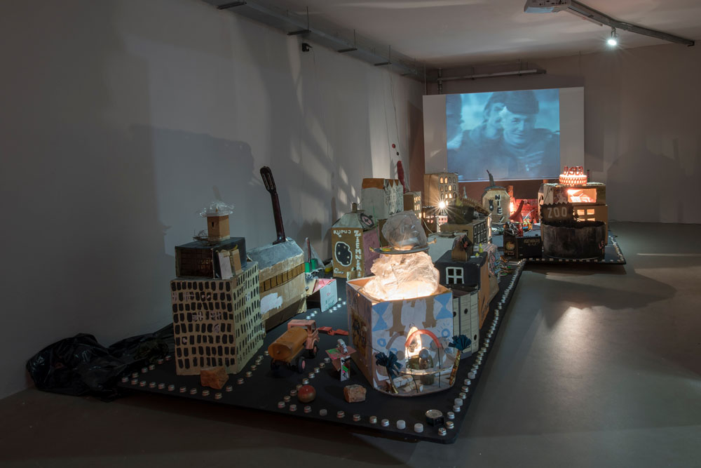 The Luxus group, I Ty Możesz Zostać King Kongiem (You Can Be King Kong, Too), 1987–1991, installation, 58 elements, approx. 70×300×500 cm, collection of Wrocław Contemporary Museum, photo: Małgorzata Kujda, ©MWW