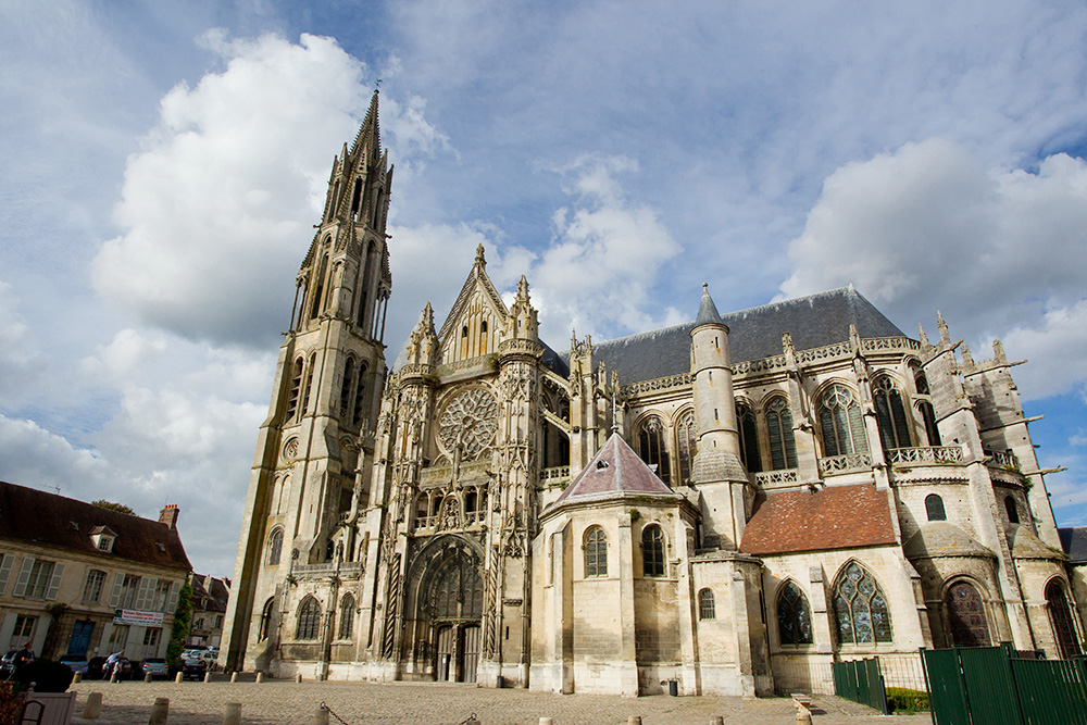 Cathedral in Senlis, photo: Andia/UIG via Getty Images