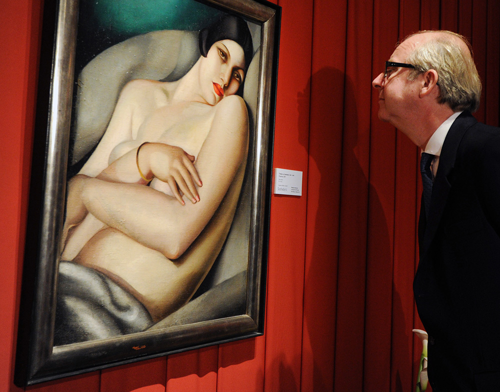 Tamara Łępicka, The Dream (Rafaela on a Green Background), Deputy chairman of Sotheby's in Europe Lord Mark Poltimore exhibits Pre-auction exhibition at Sotheby's in Moscow (October 2011). Photo: Yuri Martyanov / Kommersant / Forum