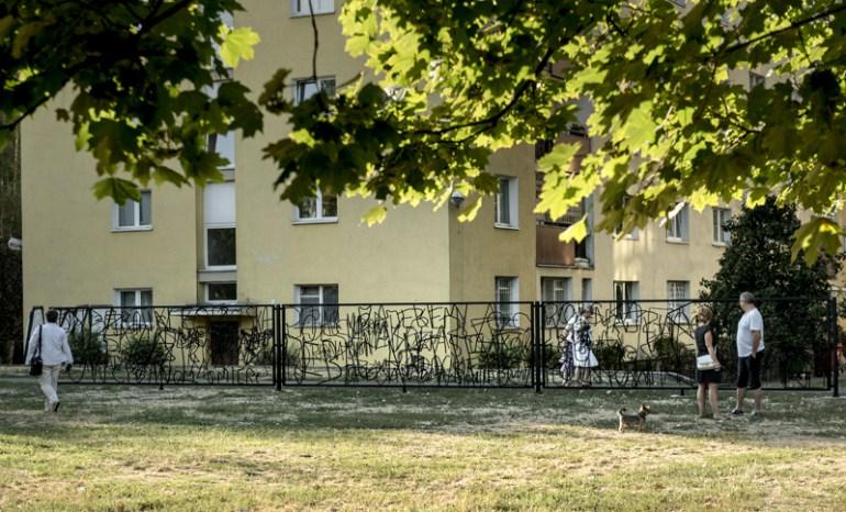 86cfb67c7 Hubert Czerepok, Płot Nienawiści (Fence of Hatred), 2015, photo: Bartosz