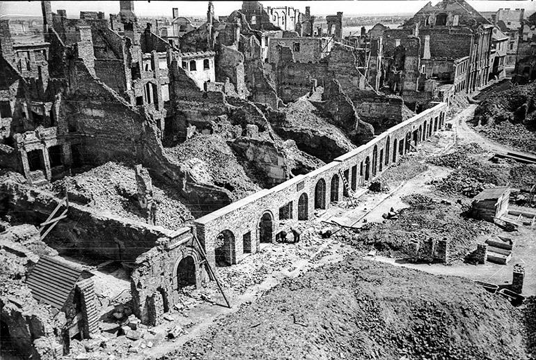 Zdjęcie wykonane w ramach dokumentacji dla Biura Odbudowy Stolicy, Warszawa, 13.05.1949, fot. Karol Pecherski / APW / Forum
