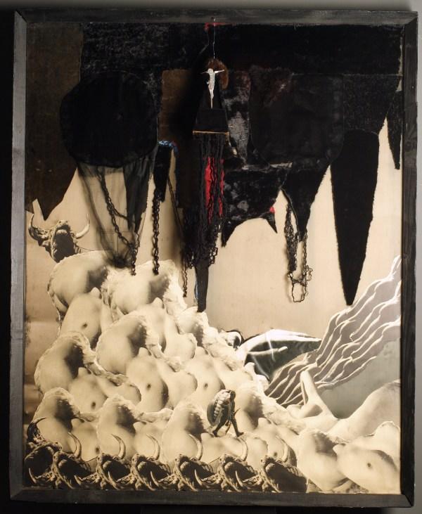 """""""Czarna godzina"""" 1970 assamblage, 150x120 w zbiorach Muzeum Narodowego we Wrocławiu fot. Arkadiusz Podstawka"""