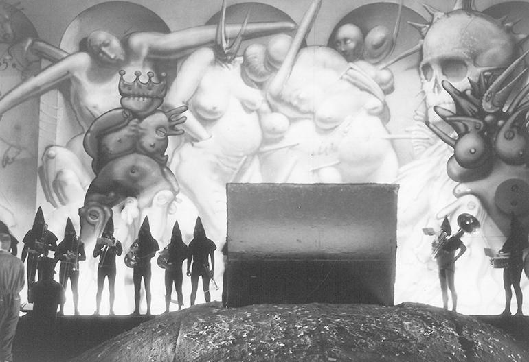 """Zdjęcie z przedstawienia """"Ubu Rex"""" ze scenografią Franciszka Starowieyskiego, 1993, fot. Chwalisław Zieliński"""