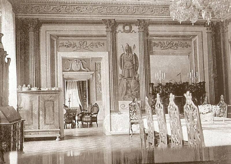 Dobrzyca, wnętrze pałacu (1930) by SCAN: Lucaok - Zdjęcie wykonane około 1930 r. pochodzi z prywatnego archiwum, skan: Lucaok; źróło: Wikipedia