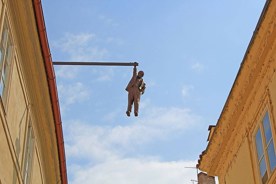 "David Cerny, ""Hanging Out"", 1997, Prague, photo: Facebook"