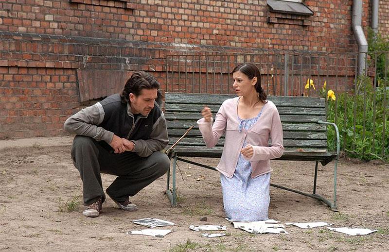 """Kadr z filmu """"Ogród Luizy"""", reżyseria: Maciej Wojtyszko, 2007. Na zdjęciu: Patrycja Soliman i Marcin Dorociński, fot. materiały prasowe dystrybutora"""