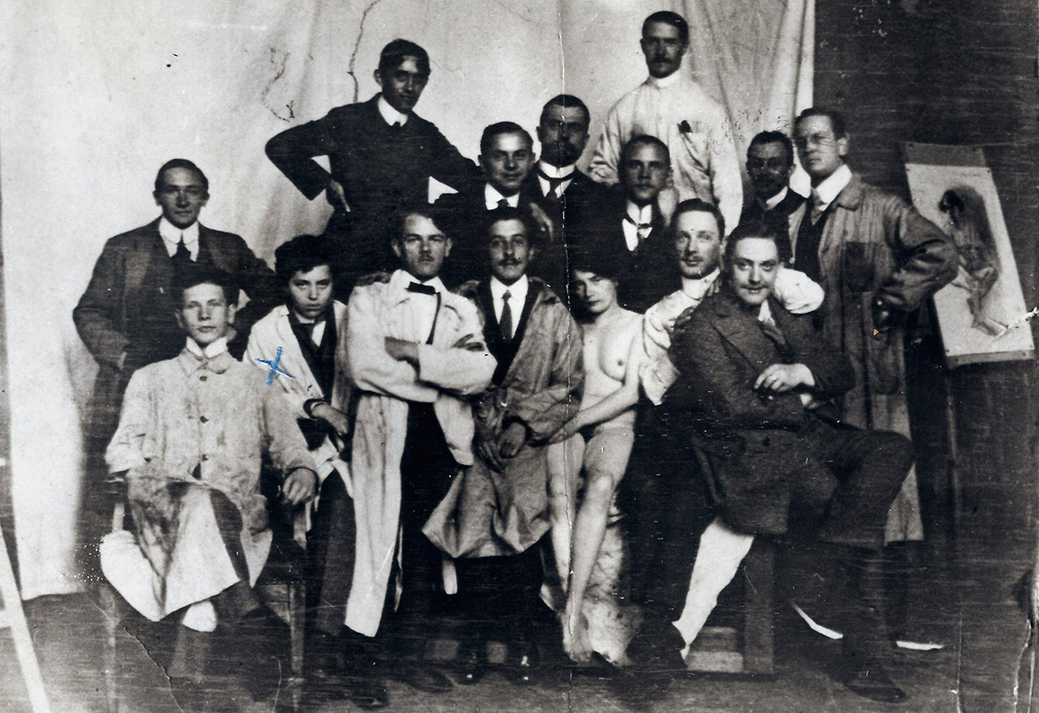 Munich Art Academy, 1911-1912. Zofia Lubańska (as Tadeusz Grzymała) second from the left, photo: Stryjenski family archives