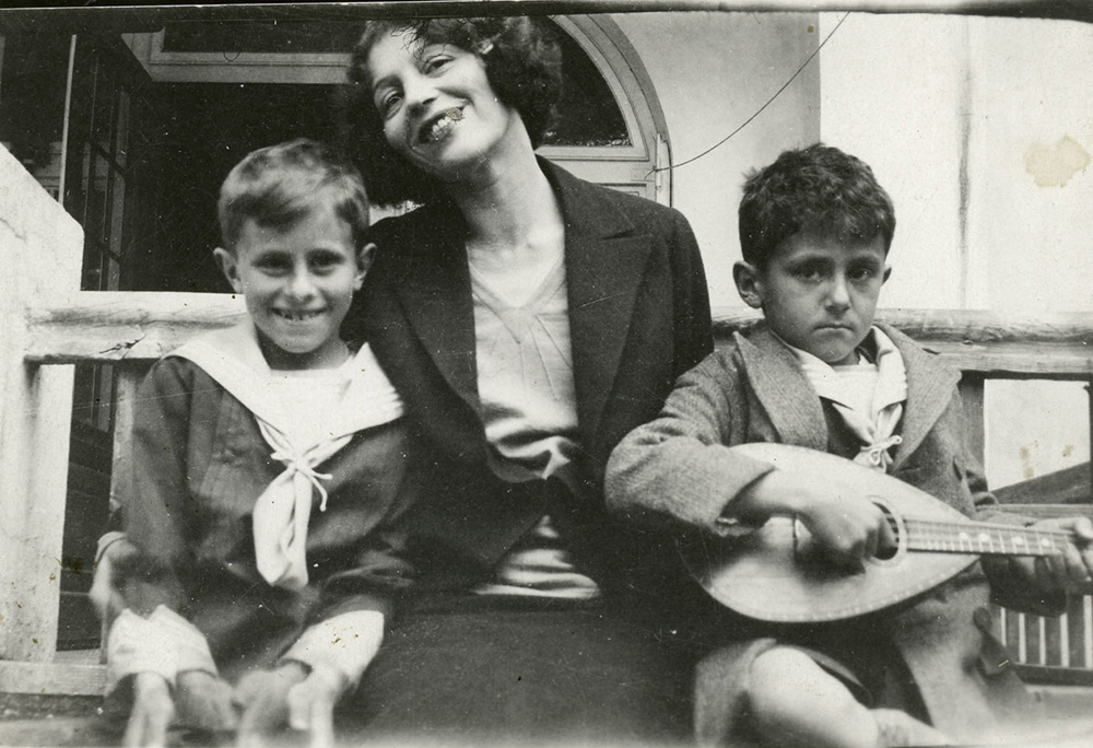 Zofia Stryjeńska with her sons, 1931, photo: Stryjenski family archives