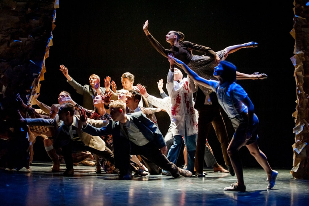 "Scene from ""Forty"", photo: Polski Teatr Tańca"