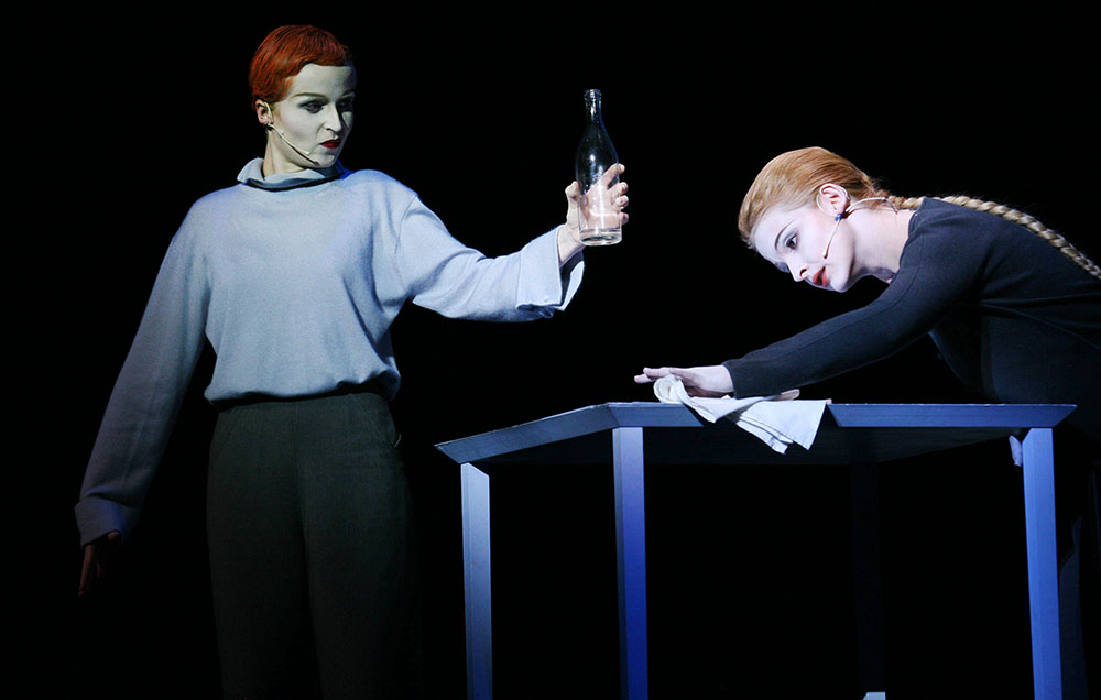 Scene from Lady from the Scene, directed by Robert Wilson, 2005, Dramatyczny Theatre in Warsaw; photo: Wojciech Surdziel/Agencja Gazeta