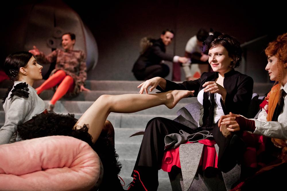 Scena z przedstawienia, fot. Bartłomiej Sowa/Teatr Dramatyczny w Wałbrzychu