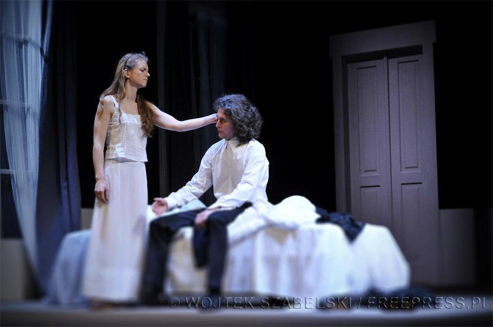 Na zdjęciu: Matylda Podfilipska i Paweł Kowalski, fot. Wojtek Szabelski / freepress.pl / Teatr im. Horzycy w Toruniu