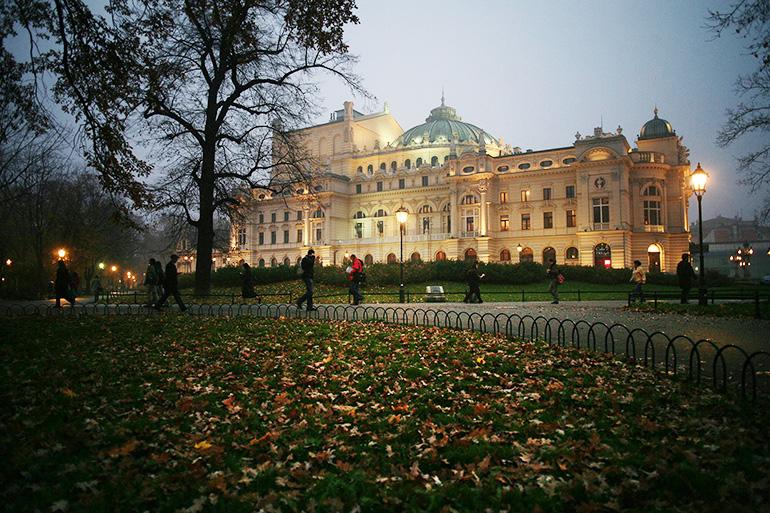 Teatr im. Juliusza Słowackiego w Krakowie, widok od strony Plant, 2008, fot. Tomasz Wiech / Agencja Gazeta