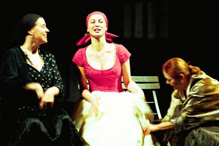 """Zdjęcie z próby przedstawienia """"Wszystko dobre, co się dobrze kończy"""" Williama Shakespeare'a, reżyseria Piotr Cieślak, 2000, Teatr Dramatyczny w Warszawie, fot. Wojtek Duszenko / AG"""