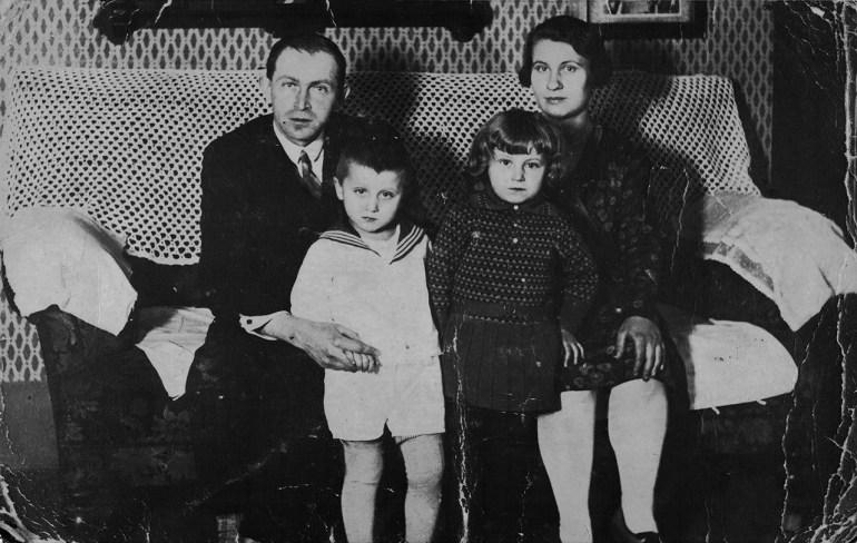 Rodzice: ojciec Wiktor Czech, matka Luiza, Hanna i brat Waldemar, fot. Wydawnictwo Credo