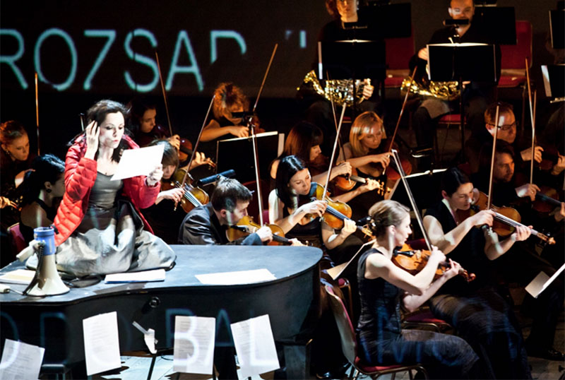 A performance of CHOPIN WITHOUT PIANO, directed by Michał Zadara, photo: Natalia Kabanow / CENTRALA