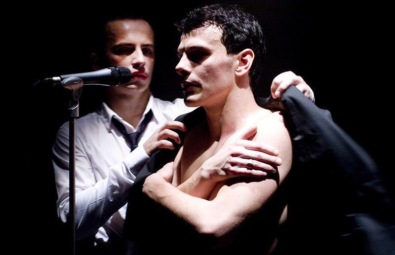 Scene from the performance In the Solitude of Cotton Fields directed by Radosław Rychcik, 2009, photo: Maciej Żórawiecki / Stefan Żeromski Theatre in Kielce