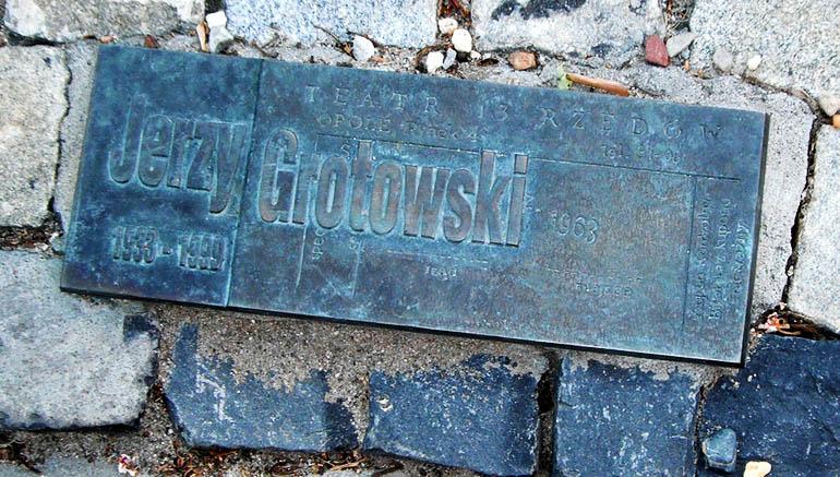 """""""13 Rzędów"""" tablica pamiatkowa,fot. Malcom Payne"""