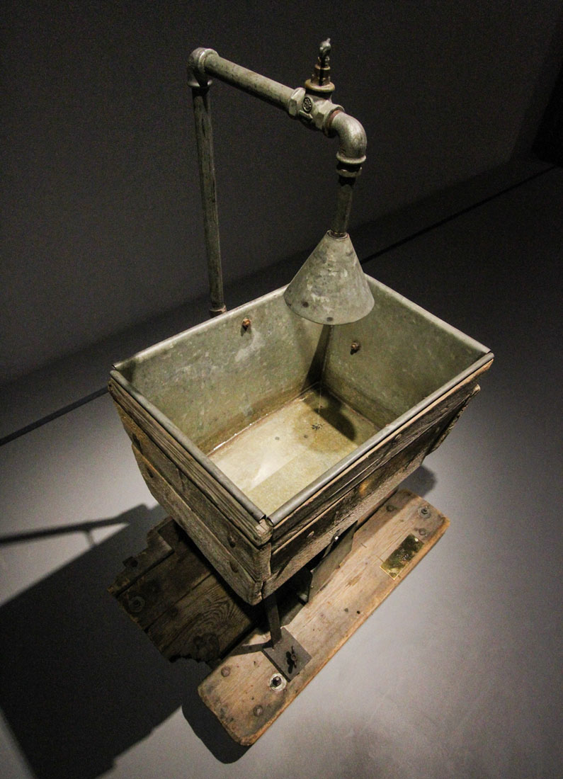 "Sink from a performance of ""Nigdy tu już nie powrócę"". ""Nic 2 razy"" exhibition