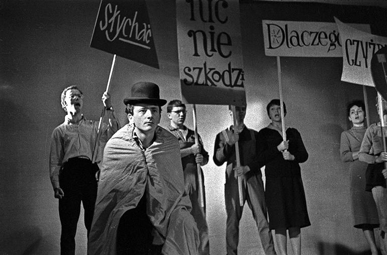 Warszawa, 5 lecie STSu, przedstawienie Usmiechnieta Twarz Mlodziezy 1959 r. fot. Slawek Bieganski / FORUM