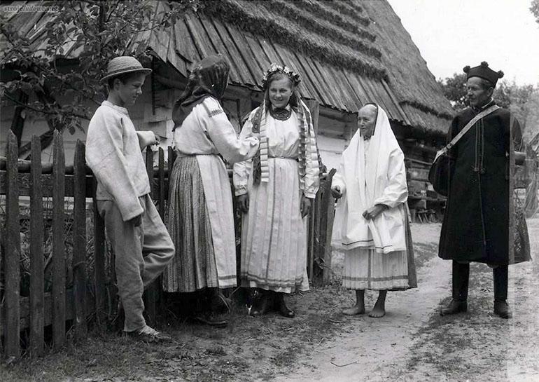Biłgoraj costumes, B. Czarnecki, 1956 r., photo: Science Archive of the National Ethnographic Museum in Warsaw/strojeludowe.net